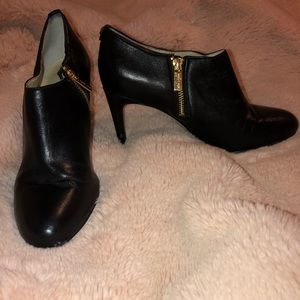 Michael Kors black leather zip ankle boots 8.5